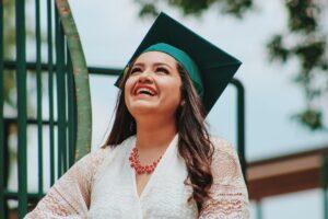 diplomás nő